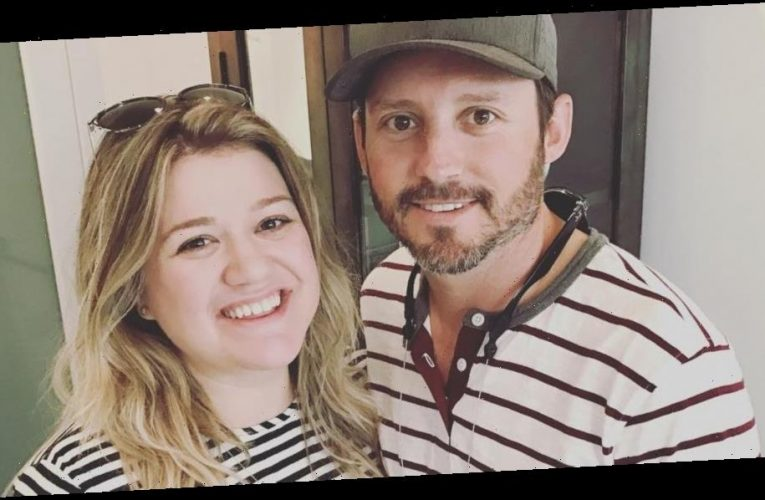 "Kelly Clarkson ""Seems to Be Doing Okay"" After Being Spotted in L.A. Without Her Wedding Ring"