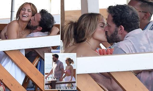 Jennifer Lopez and Ben Affleck get steamy as they kiss in Italy