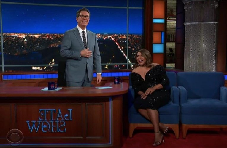 Stephen Colbert Apologizes to Mindy Kaling For Dressing Room Exchange