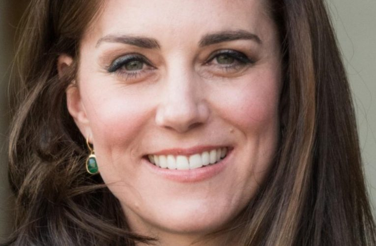 Kate Middletons Bra Straps Never Show. Heres Why