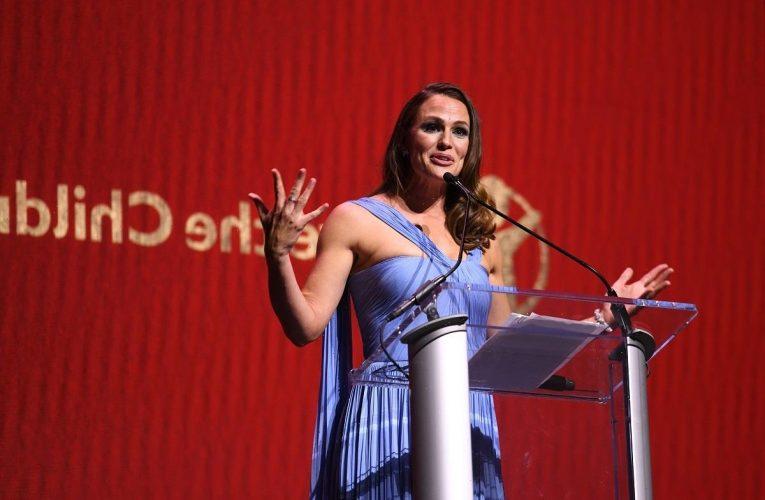 Jennifer Garner Felt Pressured to Marry Because of Media Coverage