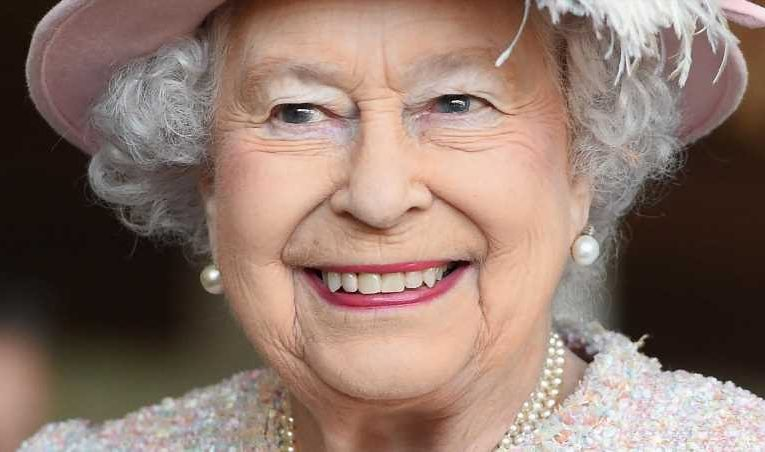 The Real Reason The Queen Wont Abdicate The Throne