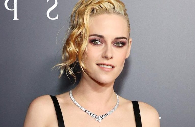 Kristen Stewart Strikes a Pose at the Premiere of Spencer in LA!