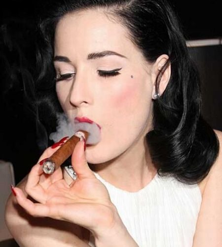 Singer smoked cigars with Shakira in the music video for Cant …