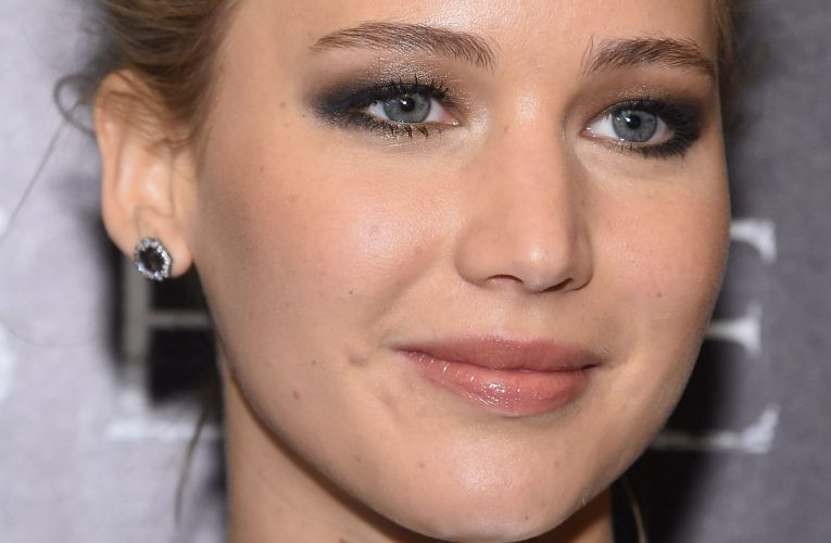 Find out who among celebrities has the same eyes color…
